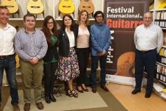El-equipo-del-festival-junto-a-Paulino-Bernabe